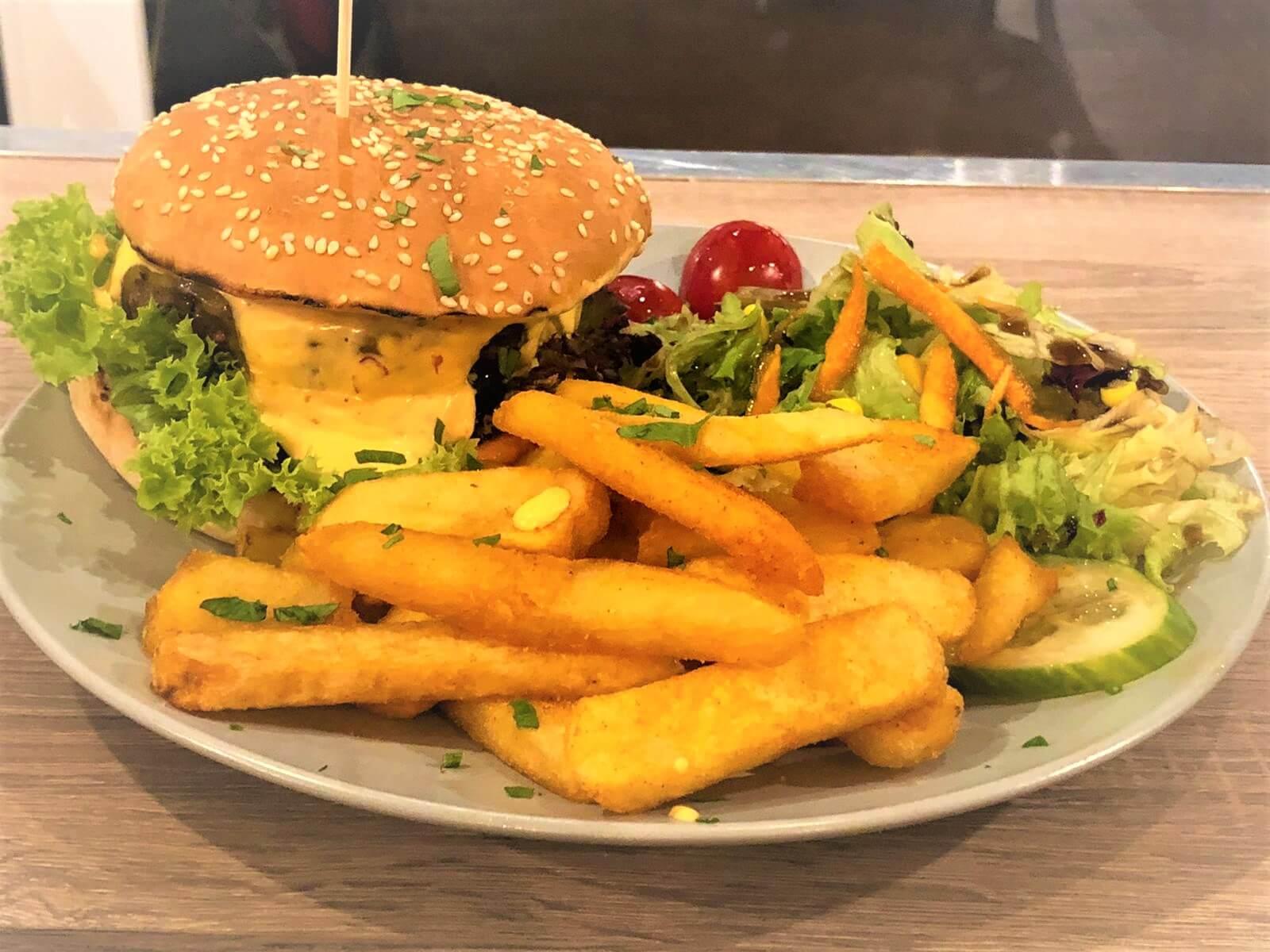 Burger-mit-pommes-hannover